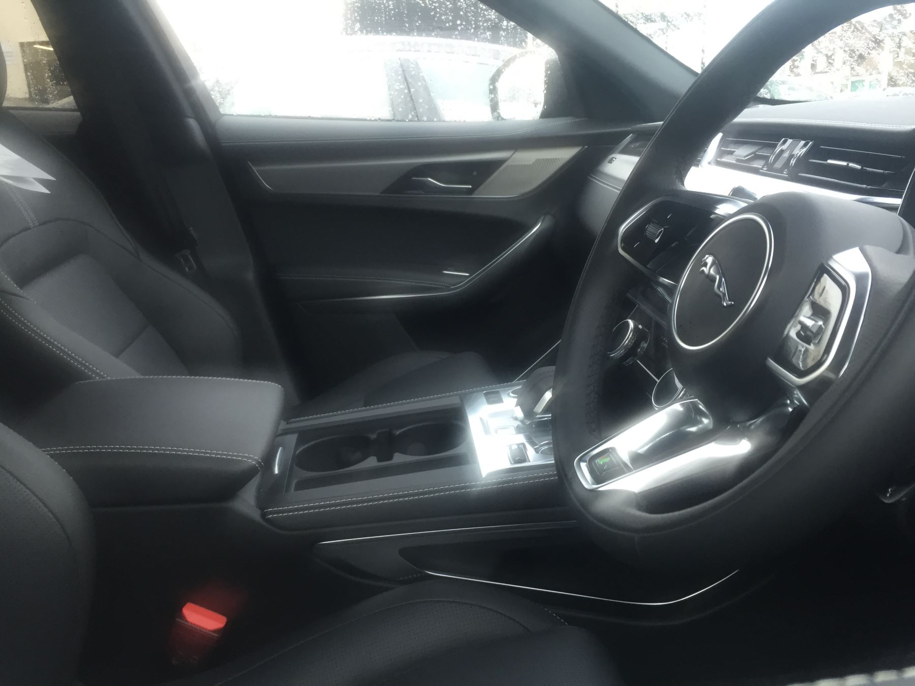 Jaguar F-PACE 2.0 D200 R-Dynamic S AWD image 4